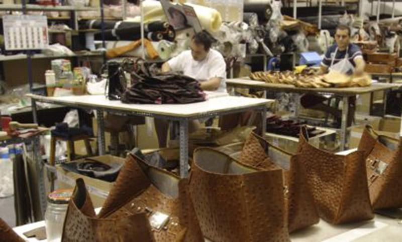 Marroquineros en alerta ante la posible quita de aranceles a productos importados.