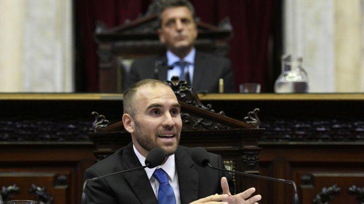 Guzmán pasó por el Congreso para informar sobre las negociaciones de la deuda