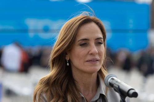 Tolosa Paz: Debemos tener la humildad como para darle respuestas a la gente
